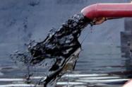 Gospodarski podaci iz Kine i Europe spustili cijene nafte prema 59 dolara
